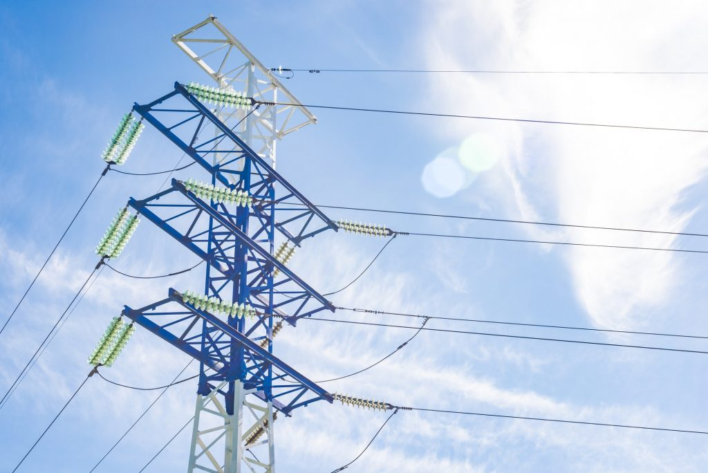poste de luz em um céu azul - artigo sobre segunda via da celpa